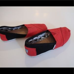 Red and black Toms